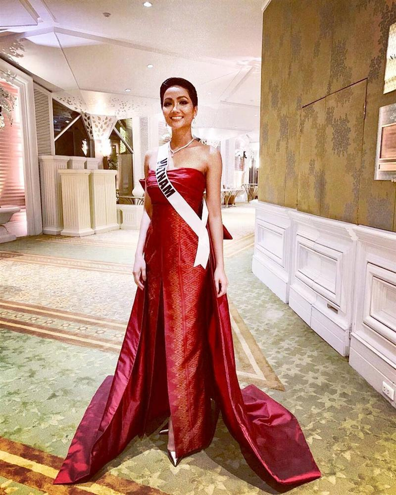 Xem HHen Niê trình diễn thời trang tại Miss Universe 2018, fan Việt chỉ còn biết thốt lên: Quá xuất sắc-2