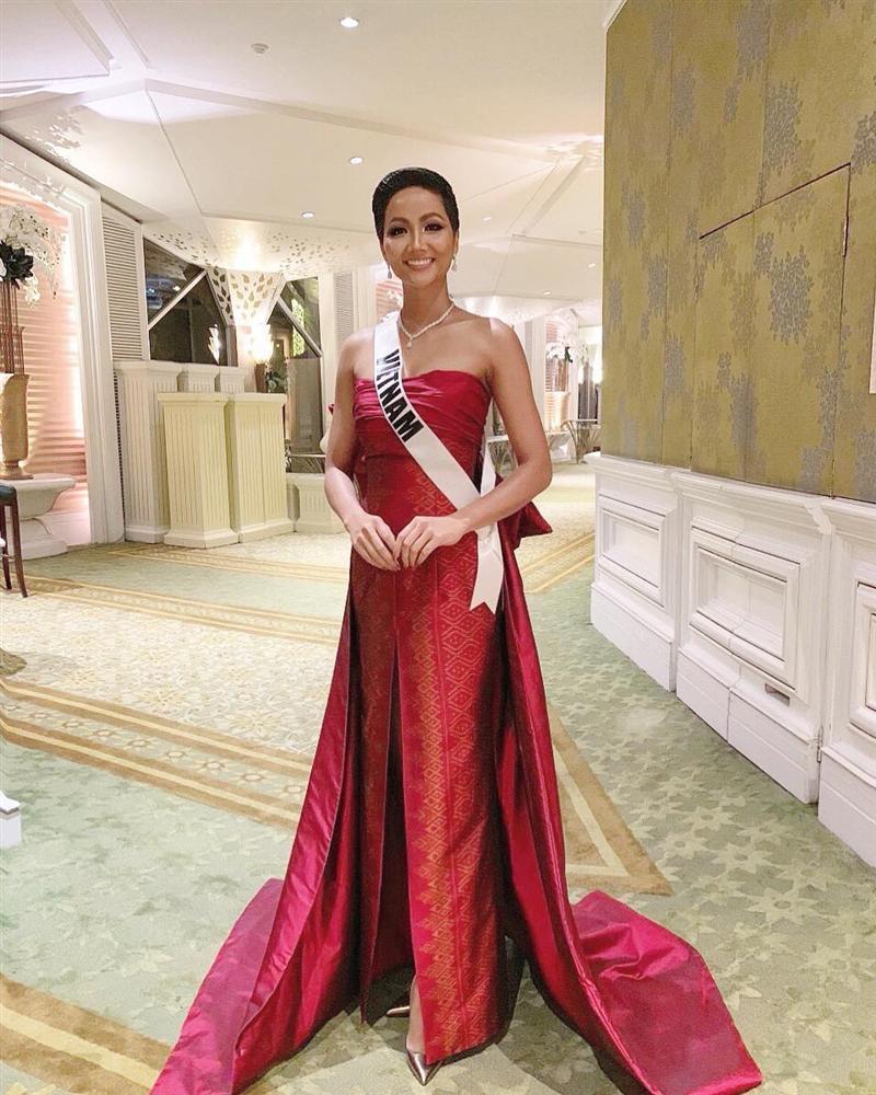 Xem HHen Niê trình diễn thời trang tại Miss Universe 2018, fan Việt chỉ còn biết thốt lên: Quá xuất sắc-1