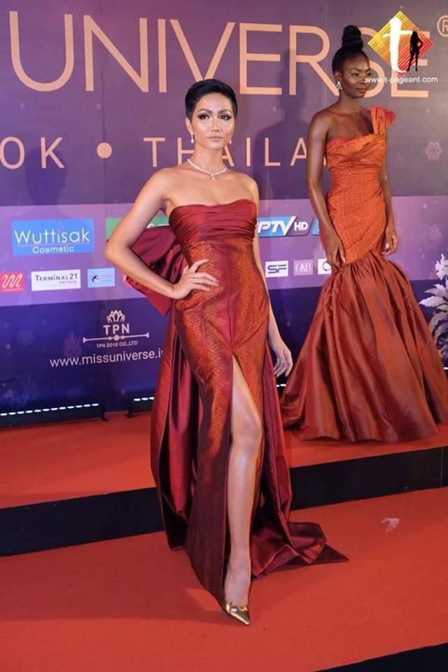 Xem HHen Niê trình diễn thời trang tại Miss Universe 2018, fan Việt chỉ còn biết thốt lên: Quá xuất sắc-5