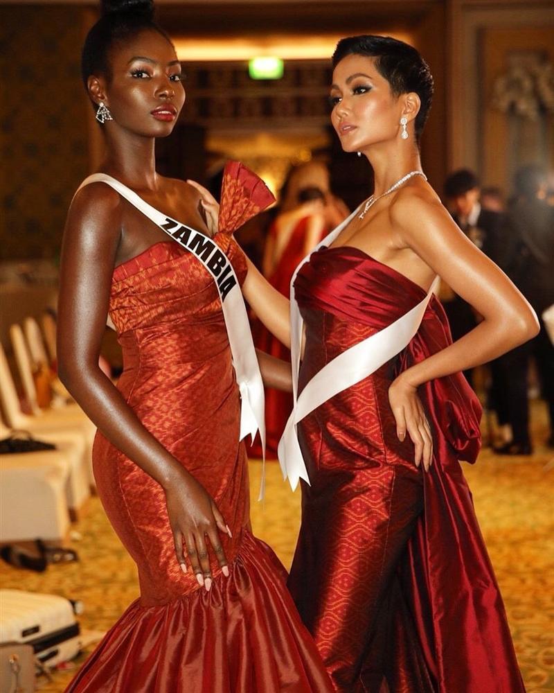 Xem HHen Niê trình diễn thời trang tại Miss Universe 2018, fan Việt chỉ còn biết thốt lên: Quá xuất sắc-12