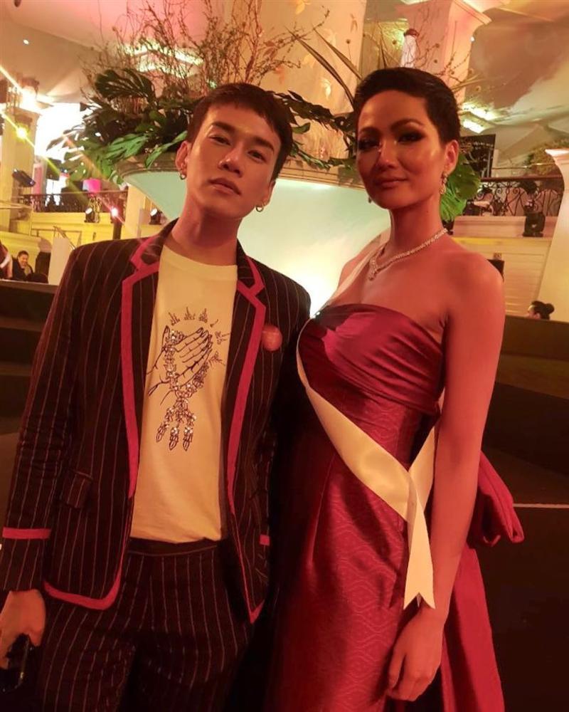 Xem HHen Niê trình diễn thời trang tại Miss Universe 2018, fan Việt chỉ còn biết thốt lên: Quá xuất sắc-17