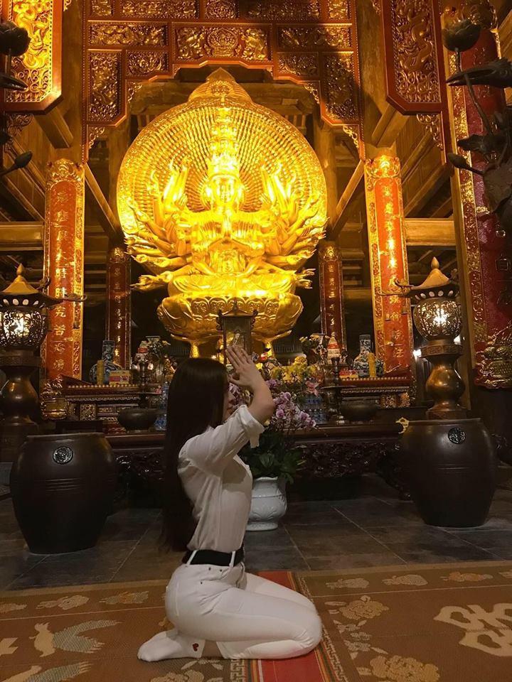 Đăng ảnh đi chùa xám hối, Thư Dung bị cộng đồng mạng ném đá đủ xây biệt thự-4