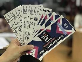Bắt tại trận bảo vệ Liên đoàn Bóng đá Việt Nam tuồn vé mời cho trùm phe vé