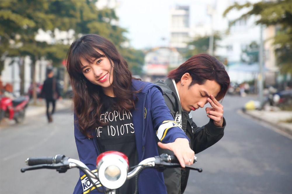 tin-sao-viet-hari-won-01.jpg