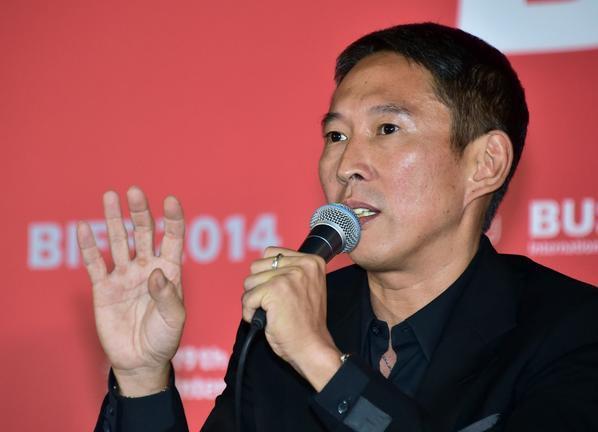 Tài tử Bao Thanh Thiên bị tố cưỡng hiếp: Yêu râu xanh từng phải cai nghiện sex - ép bạn diễn khỏa thân suốt 5 tiếng-1