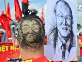 Chỉ có thể là CĐV Việt Nam: Điên rồ, chịu chơi, sáng tạo không biên giới vì tình yêu bóng đá