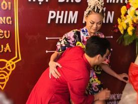 Chẳng bao giờ chịu 'hiền', Mai Ngô tiếp tục khiến fan 'ngã ngửa' với mái tóc thắt bím rết huyền thoại
