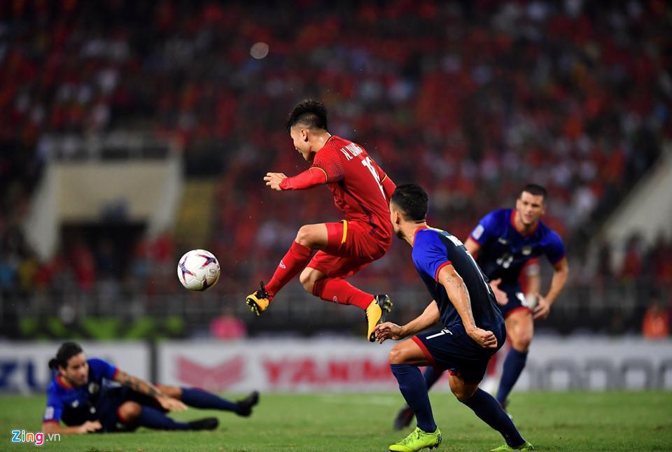 Cứ ra sân là bị kèm cặp, chơi xấu nhưng Quang Hải vẫn tỏa sáng ghi bàn dạy các cầu thủ đội bạn một bài học-11