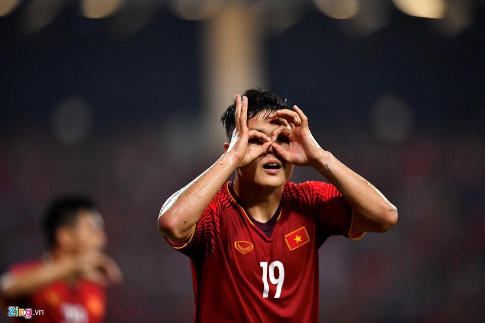 Cứ ra sân là bị kèm cặp, chơi xấu nhưng Quang Hải vẫn tỏa sáng ghi bàn dạy các cầu thủ đội bạn một bài học-1