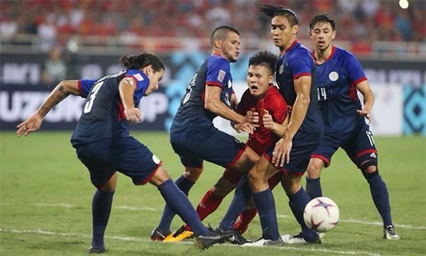 Cứ ra sân là bị kèm cặp, chơi xấu nhưng Quang Hải vẫn tỏa sáng ghi bàn dạy các cầu thủ đội bạn một bài học-10