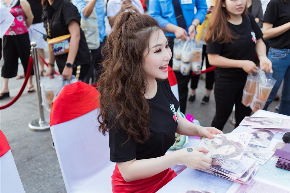 Hương Tràm tiết lộ viết thư tay cho Công Phượng trước trận đấu với Philippines nhưng không muốn làm người yêu của nam cầu thủ-6