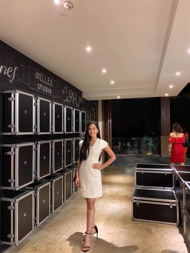 Lộ diện chiếc đầm trắng tinh khôi được Tiểu Vy mặc trong đêm chung kết Miss World 2018-5
