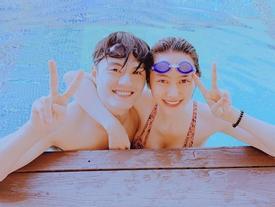Linh Chi diện bikini khoe vòng 1 trễ nải, tình tứ ôm Lâm Vinh Hải ở bể bơi