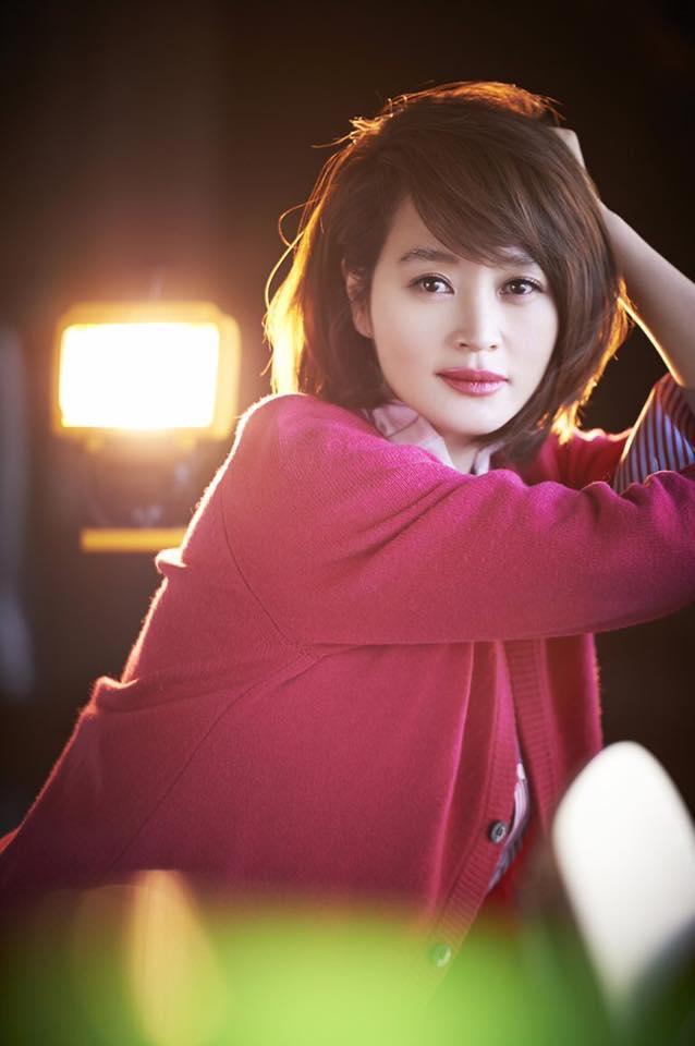 Chị đại U50 Kim Hye Soo khoe nhan sắc trẻ đẹp khó tin trong bộ ảnh mới-1