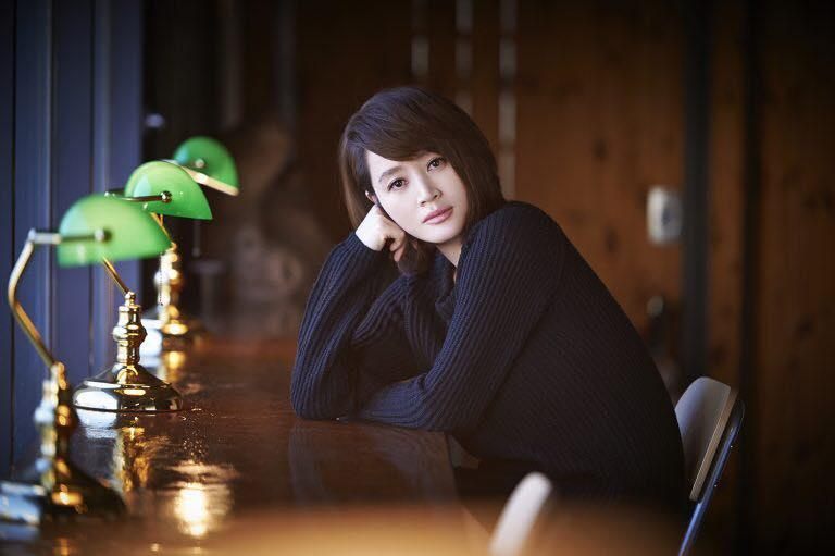 Chị đại U50 Kim Hye Soo khoe nhan sắc trẻ đẹp khó tin trong bộ ảnh mới-2