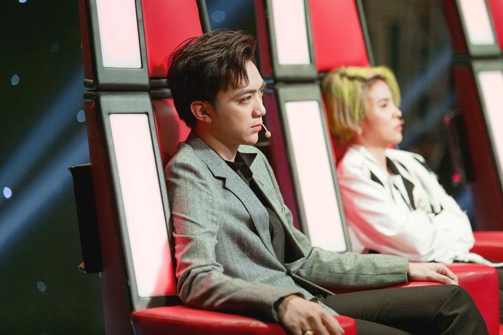 Soobin Hoàng Sơn bất đồng quan điểm với Hồ Hoài Anh trên ghế nóng-5
