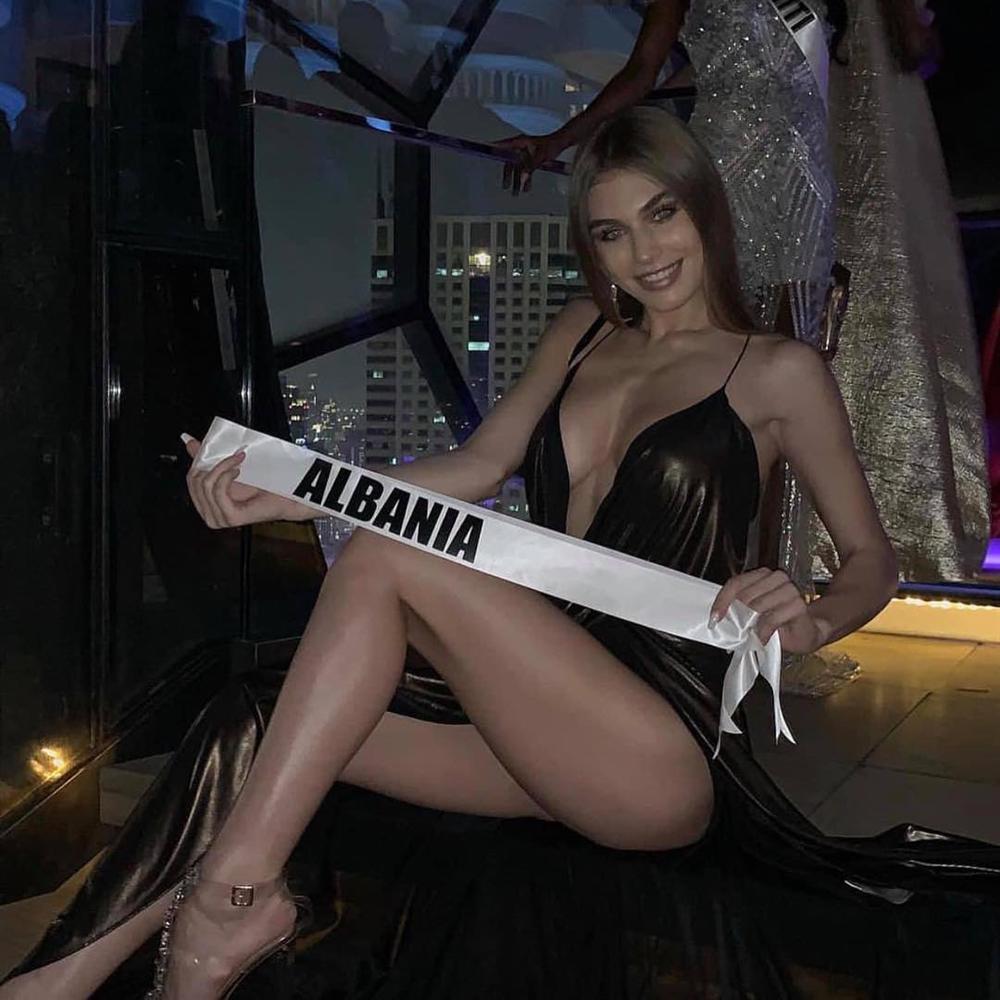 Thí sinh tạo dáng phản cảm, bị nghi trốn khỏi Hoa hậu Hoàn vũ hóa ra chính là quả bom sex nổi tiếng-4
