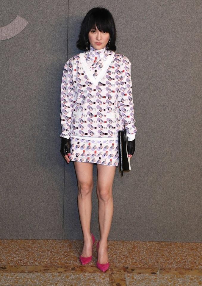 Hoa đán Châu Tấn lạ lẫm cá tính trong kiểu tóc ngắn tại show Chanel ở New York-2