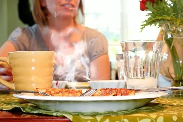 Ăn gì thì ăn nhưng cần tuyệt đối tránh 2 loại thực phẩm này vào buổi sáng, cẩn thận ôm bệnh vào người-4