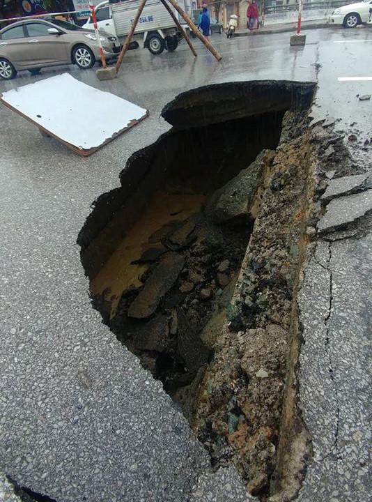 TP Vinh ngập trong biển nước sau cơn mưa kéo dài nhiều giờ-1