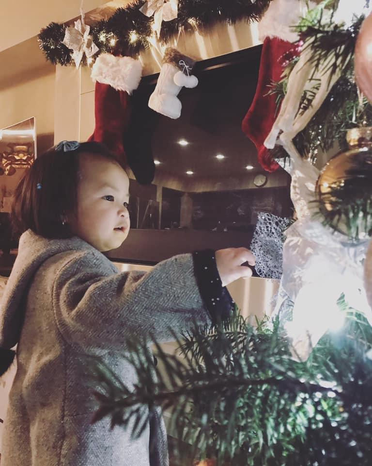 Ít khi khoe hình, nhiều người bất ngờ con gái ca sĩ Lam Trường mới 2 tuổi thôi mà đã có tướng mỹ nhân tương lai rồi-2