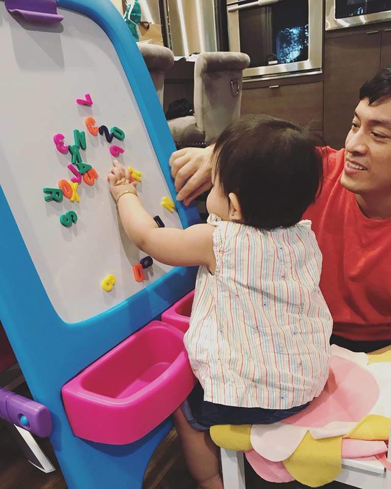 Ít khi khoe hình, nhiều người bất ngờ con gái ca sĩ Lam Trường mới 2 tuổi thôi mà đã có tướng mỹ nhân tương lai rồi-9