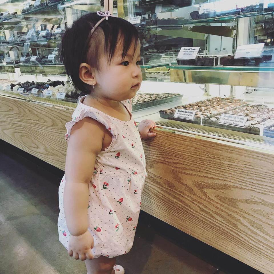 Ít khi khoe hình, nhiều người bất ngờ con gái ca sĩ Lam Trường mới 2 tuổi thôi mà đã có tướng mỹ nhân tương lai rồi-5