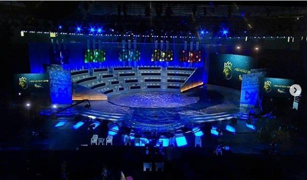Tiểu Vy cùng dàn thí sinh đồng diễn mở màn đêm chung kết-1