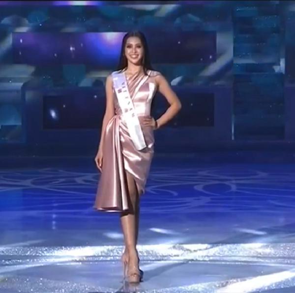 Tiểu Vy diện váy cực xinh khi được xướng tên vào top 30-3