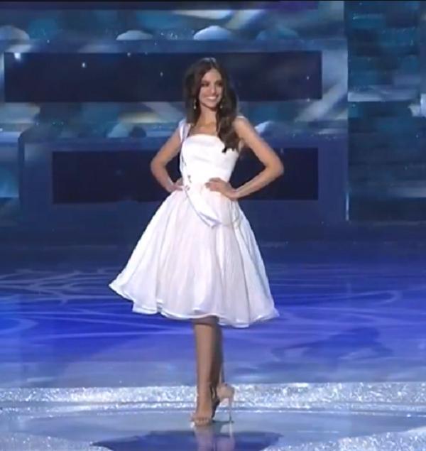 Tiểu Vy diện váy cực xinh khi được xướng tên vào top 30-4