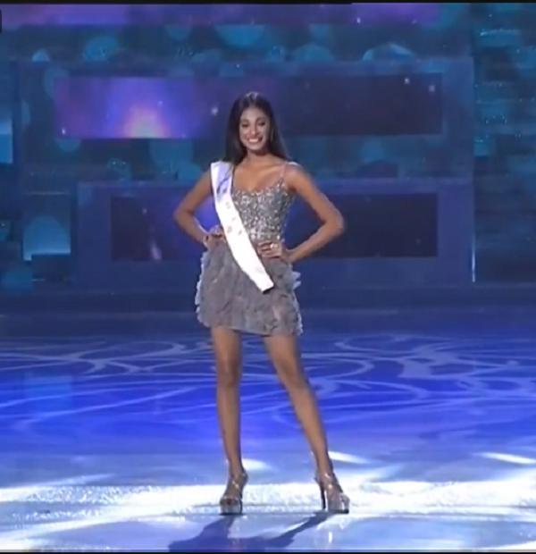 Tiểu Vy diện váy cực xinh khi được xướng tên vào top 30-5