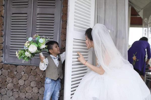 Xúc động câu chuyện ẩn sau bộ ảnh cưới mẹ đơn thân chụp cùng con trai-6