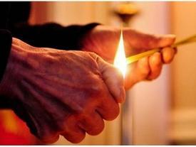 Gia đình ngày càng nghèo kiết xác, không ngóc đầu lên được vì phạm lỗi này khi thắp hương