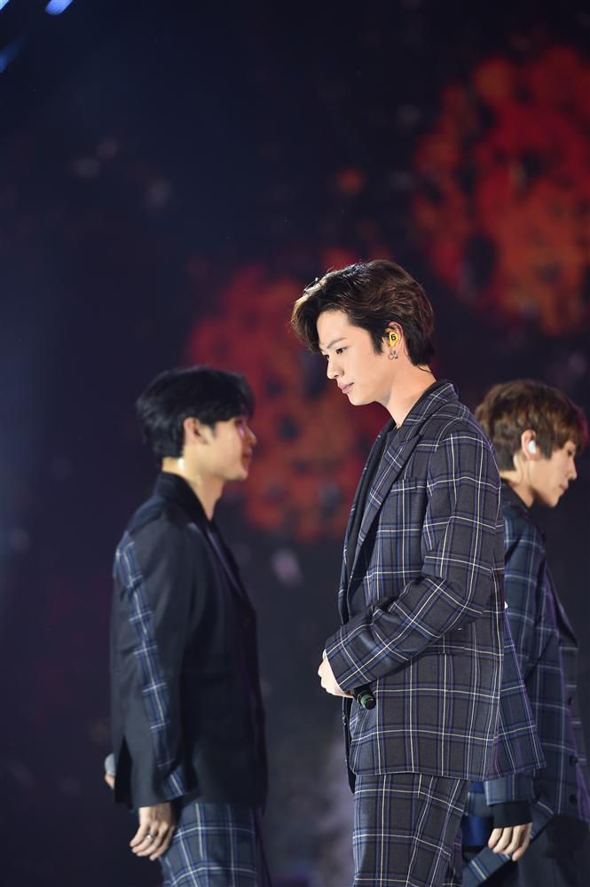 Bất chấp mưa lạnh, người hâm mộ vẫn quẩy hết mình với BTOB, Bích Phương, Soobin Hoàng Sơn-12