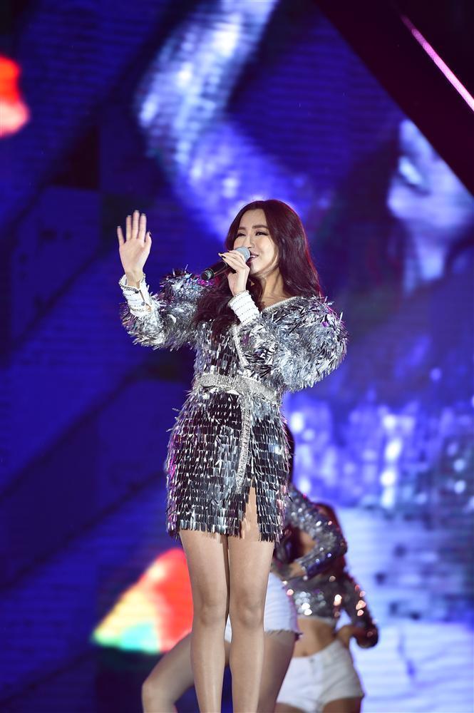 Bất chấp mưa lạnh, người hâm mộ vẫn quẩy hết mình với BTOB, Bích Phương, Soobin Hoàng Sơn-14