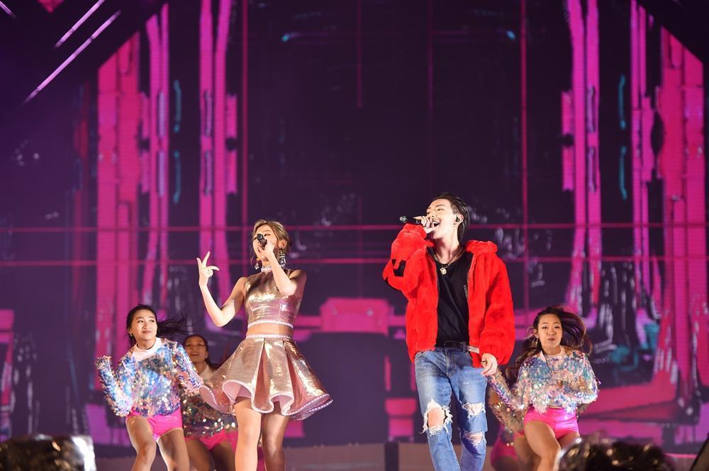 Bất chấp mưa lạnh, người hâm mộ vẫn quẩy hết mình với BTOB, Bích Phương, Soobin Hoàng Sơn-3