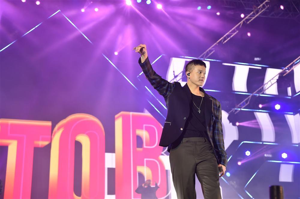 Bất chấp mưa lạnh, người hâm mộ vẫn quẩy hết mình với BTOB, Bích Phương, Soobin Hoàng Sơn-7