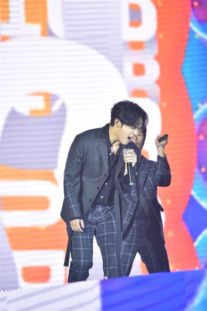 Bất chấp mưa lạnh, người hâm mộ vẫn quẩy hết mình với BTOB, Bích Phương, Soobin Hoàng Sơn-8