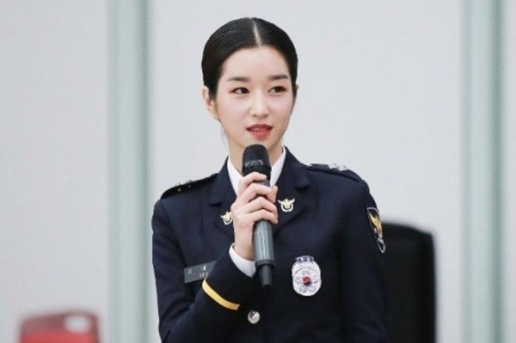 Không cần Jennie xuất hiện, Black Pink Jisoo và Rose vẫn đẹp và nổi bật tại sự kiện-8