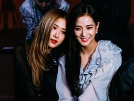 Không cần Jennie xuất hiện, Black Pink Jisoo và Rose vẫn đẹp và nổi bật tại sự kiện