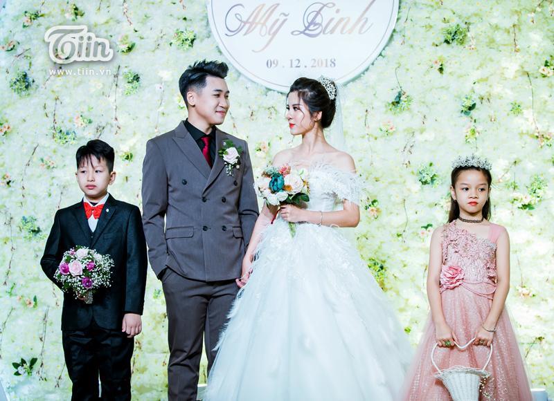 Huy Cung rạng rỡ trong đám cưới, làm Vlog ấn tượng dành tặng vợ-2