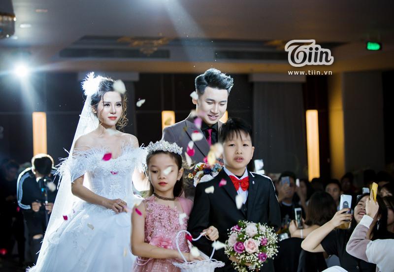 Huy Cung rạng rỡ trong đám cưới, làm Vlog ấn tượng dành tặng vợ-3