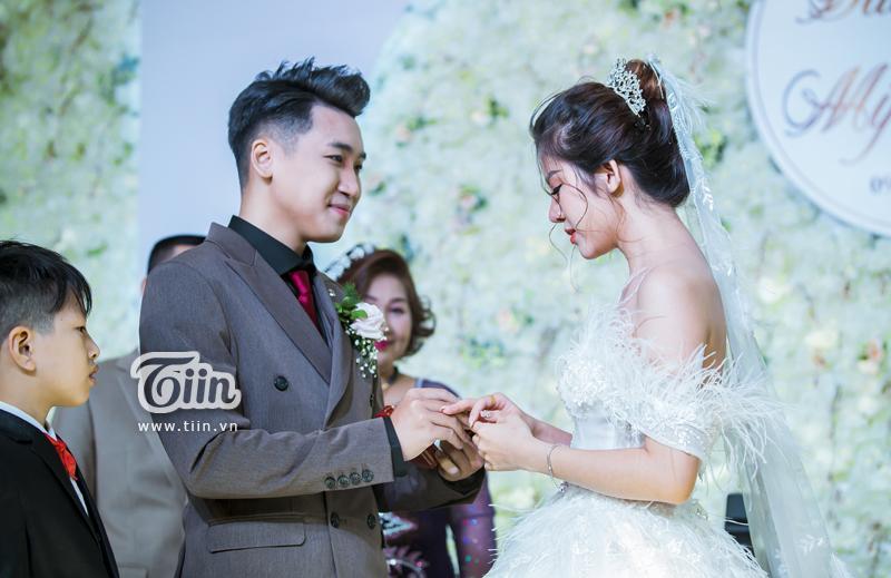 Huy Cung rạng rỡ trong đám cưới, làm Vlog ấn tượng dành tặng vợ-4