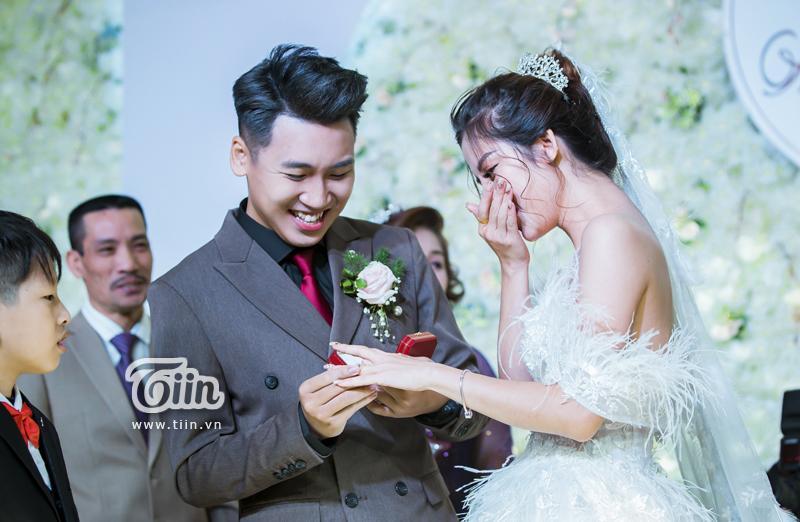 Huy Cung rạng rỡ trong đám cưới, làm Vlog ấn tượng dành tặng vợ-5