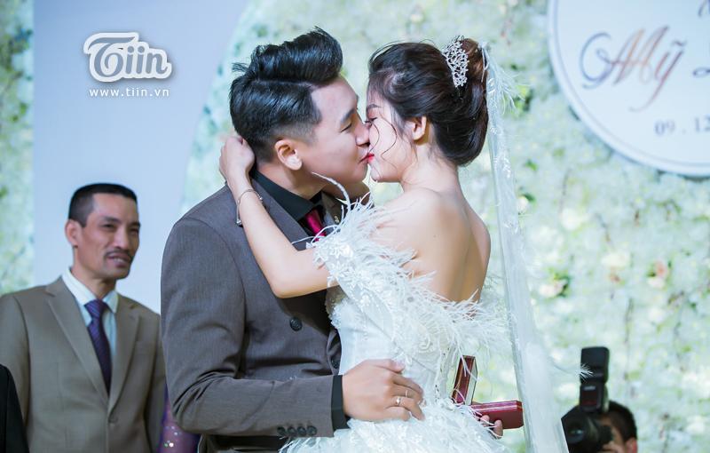 Huy Cung rạng rỡ trong đám cưới, làm Vlog ấn tượng dành tặng vợ-6