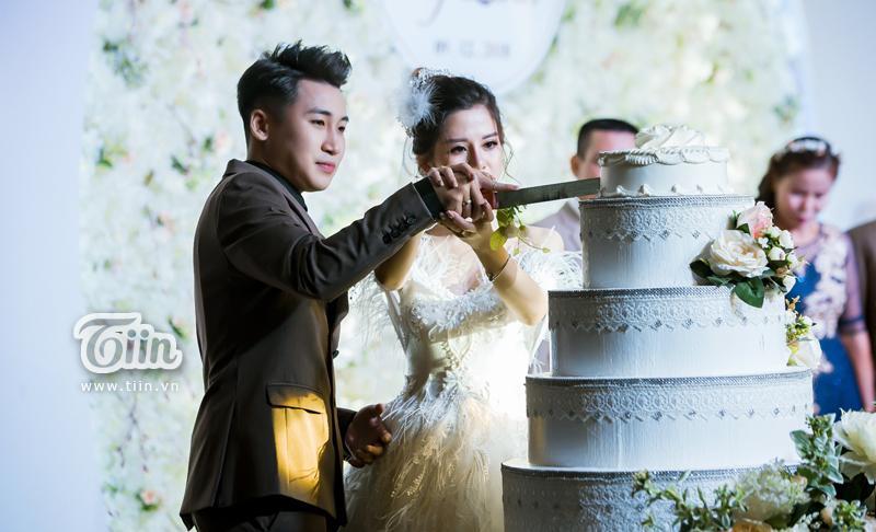Huy Cung rạng rỡ trong đám cưới, làm Vlog ấn tượng dành tặng vợ-7