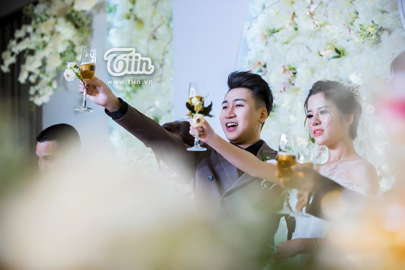 Huy Cung rạng rỡ trong đám cưới, làm Vlog ấn tượng dành tặng vợ-8