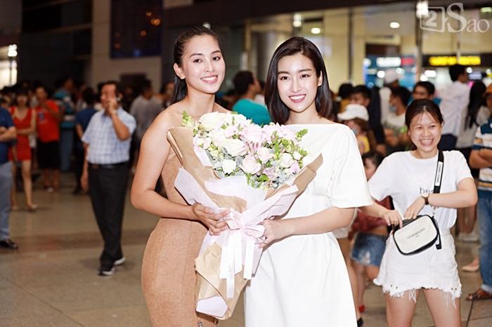 Niềm vui ngày trở về của Hoa hậu Tiểu Vy sau thành tích top 30 Miss World 2018 vỡ òa trong vòng tay người thân-2