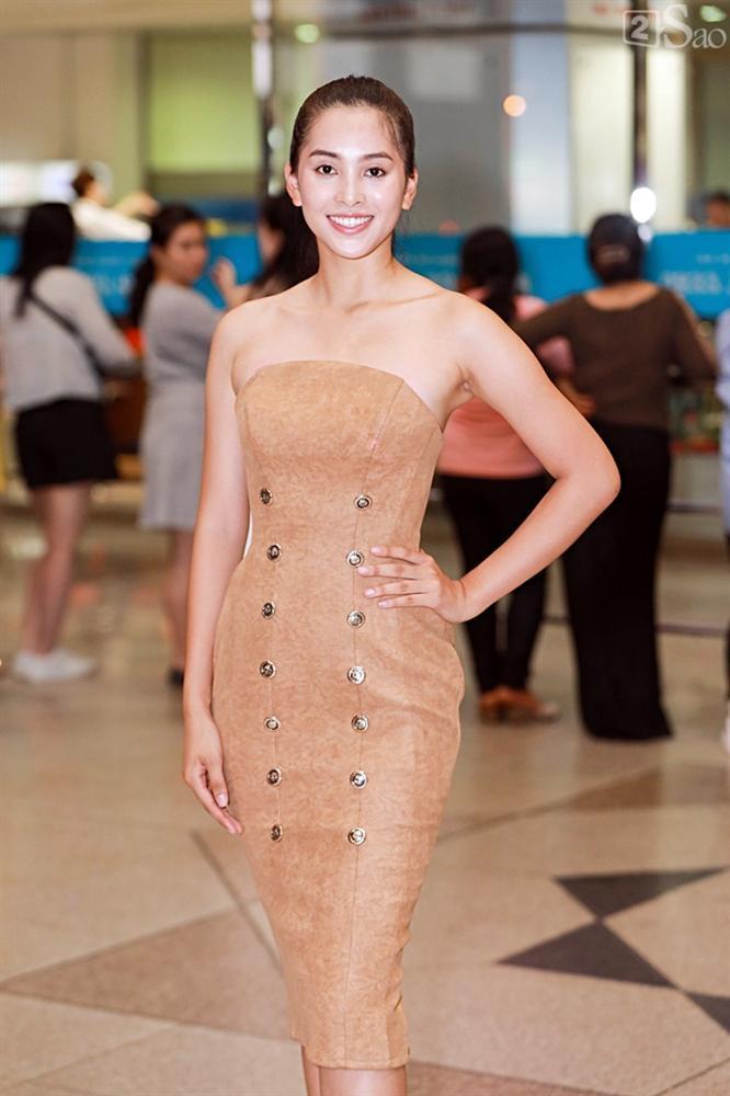 Niềm vui ngày trở về của Hoa hậu Tiểu Vy sau thành tích top 30 Miss World 2018 vỡ òa trong vòng tay người thân-11