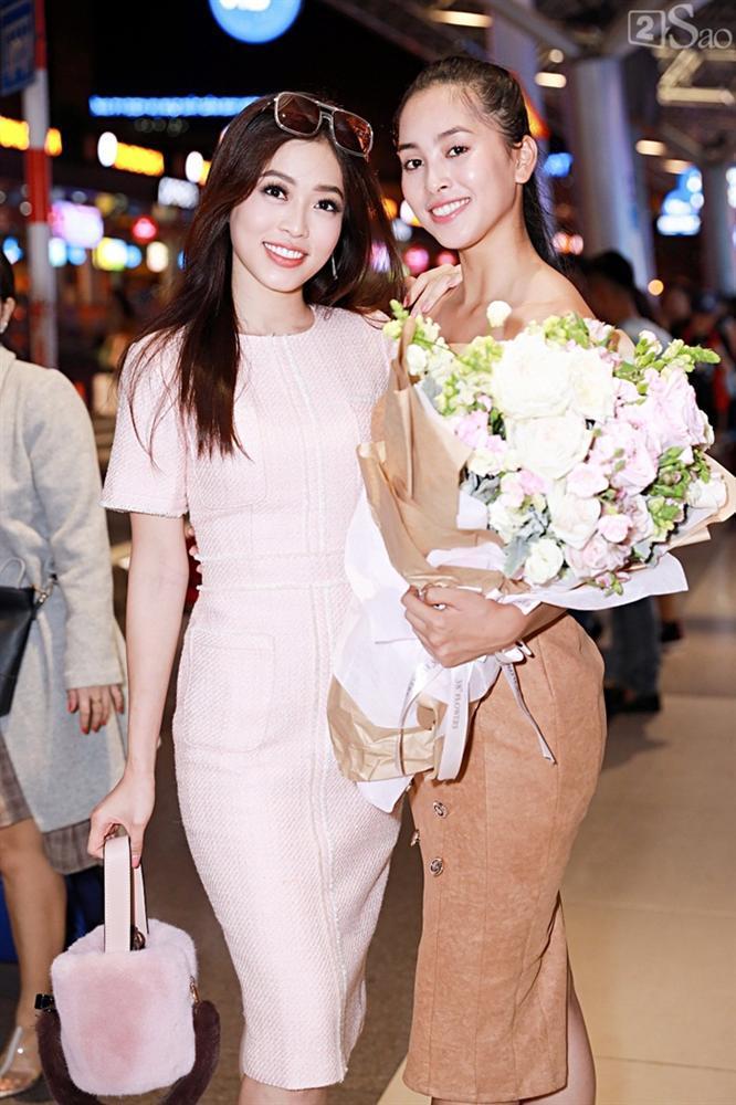 Niềm vui ngày trở về của Hoa hậu Tiểu Vy sau thành tích top 30 Miss World 2018 vỡ òa trong vòng tay người thân-3